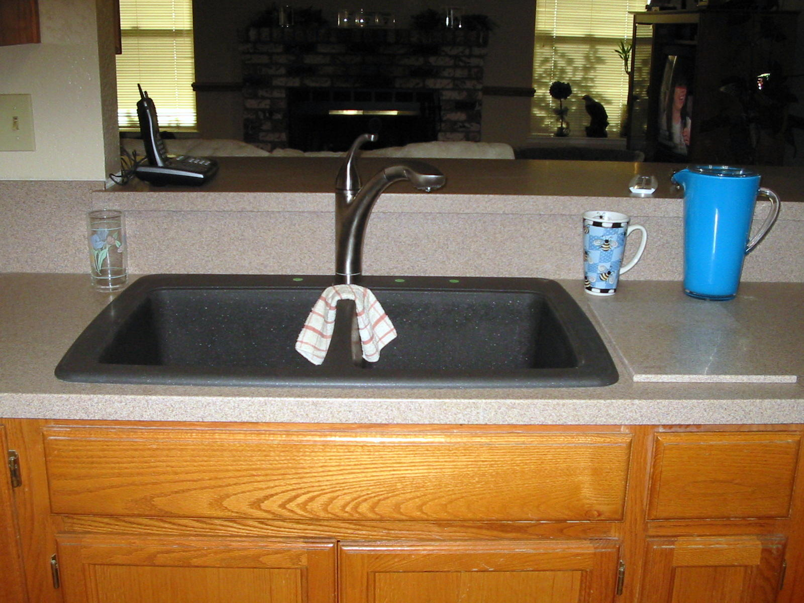 D s custom countertops photo gallery acrylic solid surface for Solid surface kitchen sink