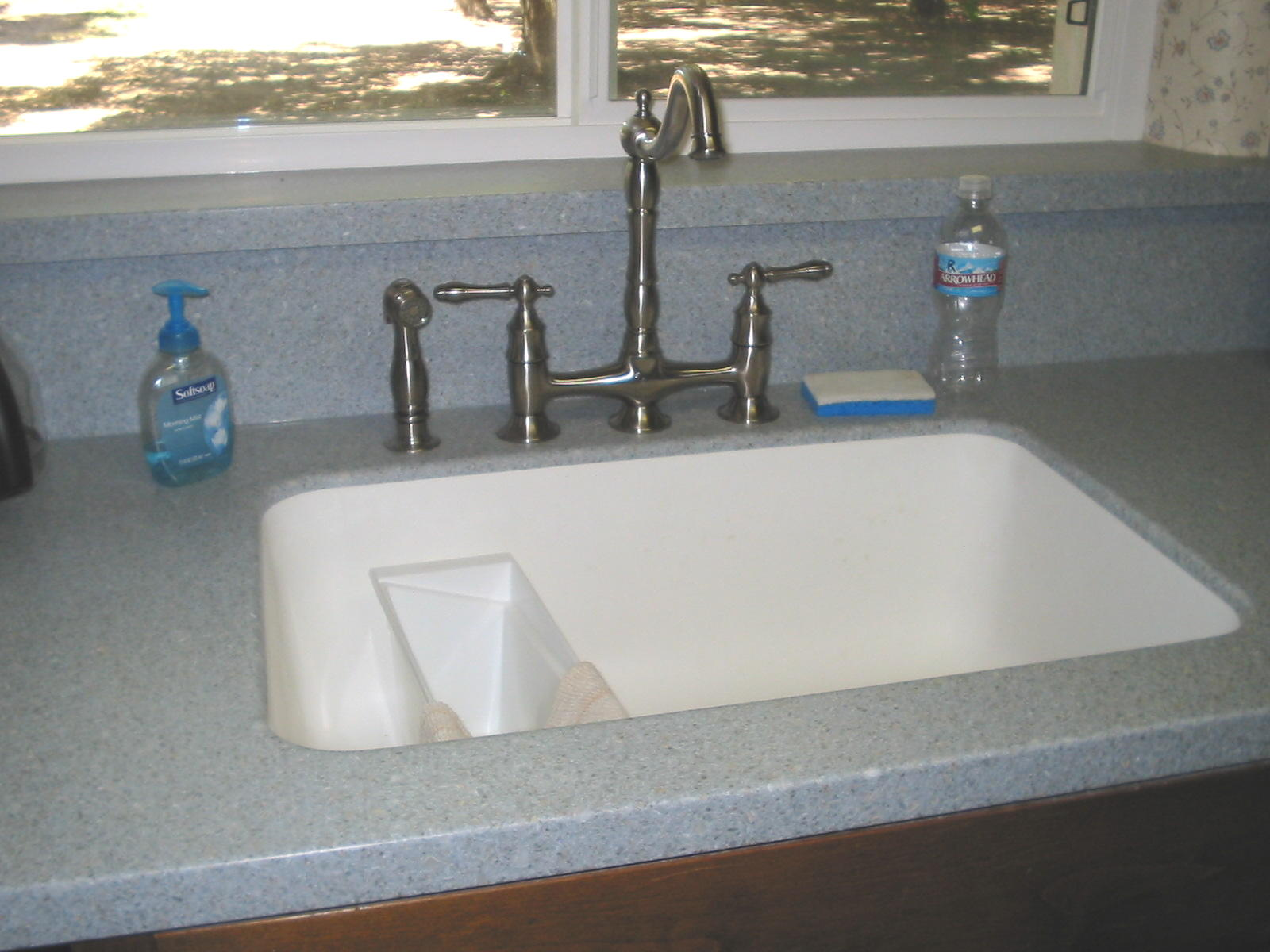 kitchen countertop with integrally mounted solid surface sink